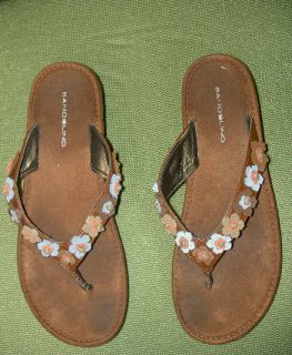 Kaley Cuoco Screen Worn Bandolino Wedge Heel Sandals Shoes Belt