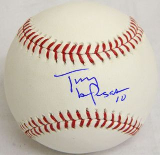 Tony LaRussa signed Official MLB baseball. Item comes with a Schwartz