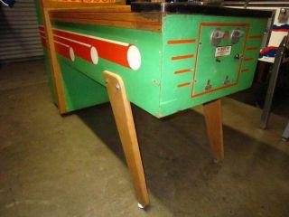 1960 United de Luxe Baseball Pitch and Bat Pinball Machine