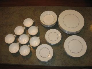 Royal Doulton Coronet Fine Bone China 44 PC Set