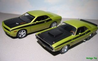 1970 + 2006 Dodge Challenger R/T Hemi   Highway 61 118 diecast Set