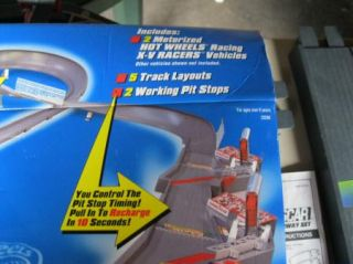 Daytona 500 Mattel Hot Wheels Motorized Super Speedway Race Track Set