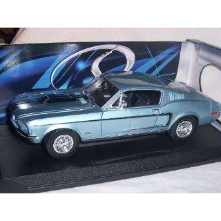 FORD MUSTANG GT COBRA JET BLAU 1967 1/18 MAISTO MODELLAUTO MODELL AUTO