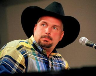 Garth Brooks, Gordy Collins, 2000, Gaylord Entertainment Complex, Nashville, Tennessee Photo
