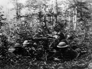World War I, American Machine Gunners of the 80th Division Using a Browning Heavy Machine Gun, 1918 Posters