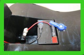 Akkubatterie mit Ersatzsicherung, bitte vor der ersten Benutzung ca