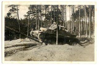 ORIG ALTE AK DEUTSCHER PANZER IM WALD MANÖVER MILITÄR 2 WK UM 1940