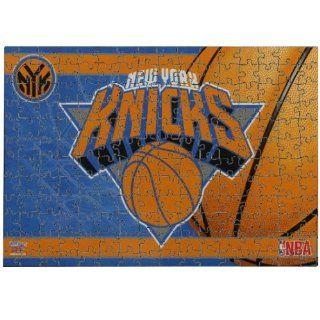 YORK KNICKS OFFICIAL LOGO 150 PIECE JIGSAW PUZZLE Sports & Outdoors