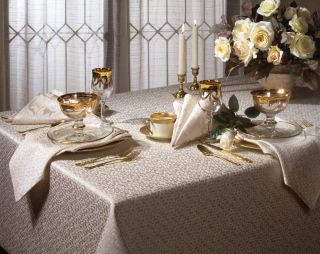 Siena Jacquard 104 inch Rectangular Tablecloth and 8 Napkins