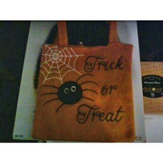 HALLOWEEN TRICK OR TREAT FELT BAG W/SPIDER & WEB