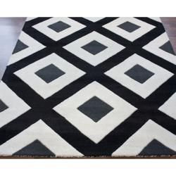 Handmade Luna Black Diamond New Zealand Wool Rug (76 x 96