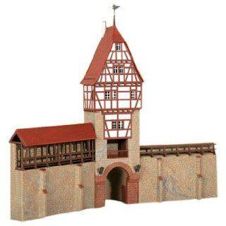 Kibri 38914   H0 Stadtmauer mit Fachwerkturm in Weil: